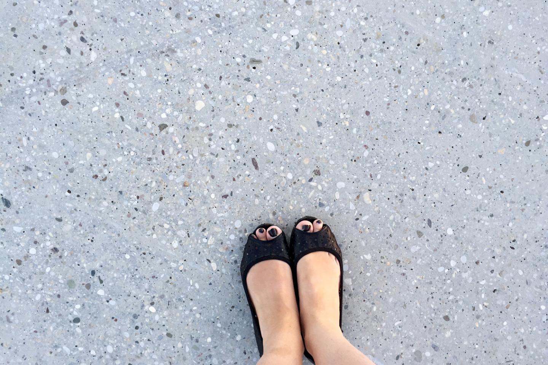 promenade Ivanic Grad • brushed concrete