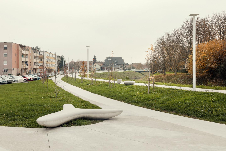 promenade Ivanic Grad • concrete bench